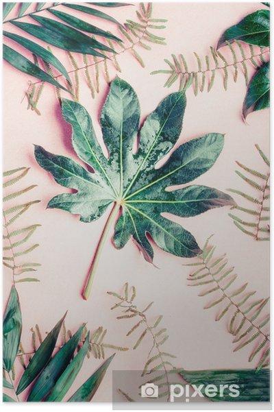 Plakat Kreatywne mieszkanie leżał z różnych liści tropikalnych palm na pastelowym różowym tle, widok z góry - Rośliny i kwiaty