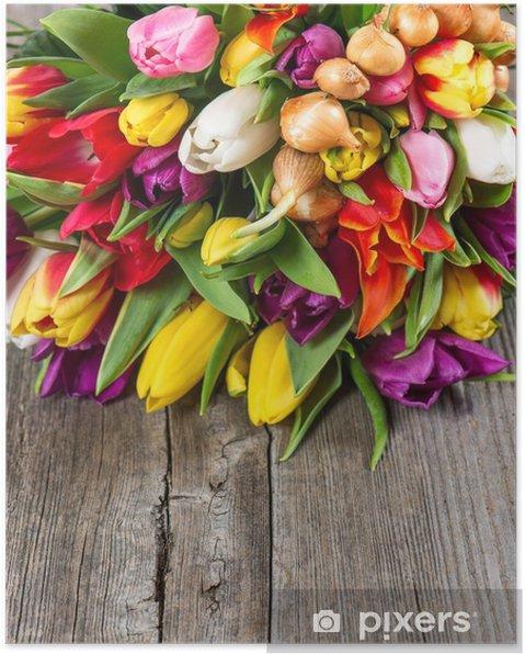 Plakát Kytice z barevné tulipány přes dřevěné pozadí • Pixers ... 47495b88072