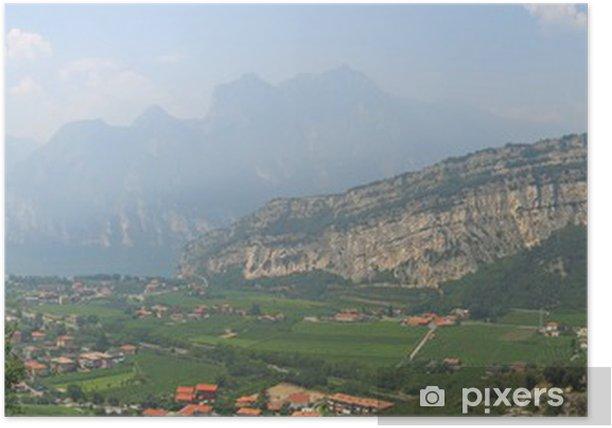 Plakát Lago di Garda s vysokými horami na pobřeží, italia, panorama - Evropa