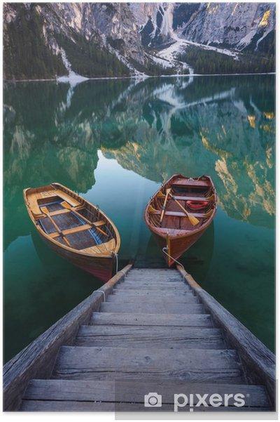Plakat Łodzie na Braies Lake (Pragser Wildsee) w Dolomitach Mounta - Krajobrazy