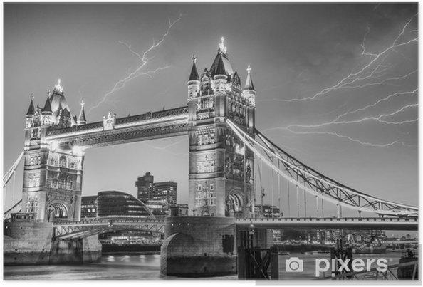 Plakat London. Majesty Tower Bridge w burzliwy wieczór - Miasta europejskie