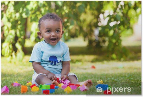 Plakát Malá africká americká chlapeček hraje v trávě - Děti
