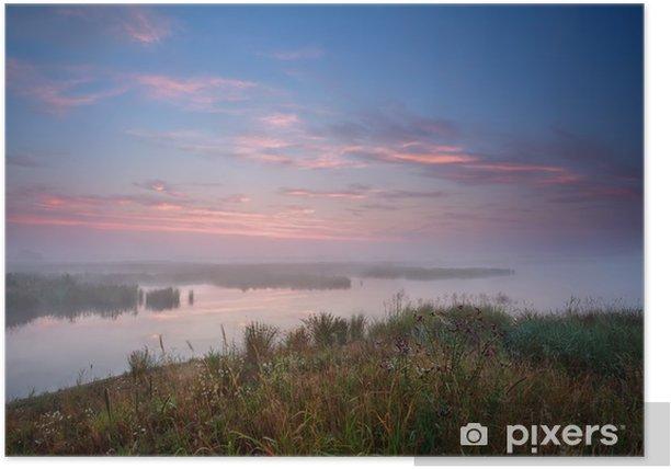 Plakat Mglisty wschód słońca nad rzeką - Woda