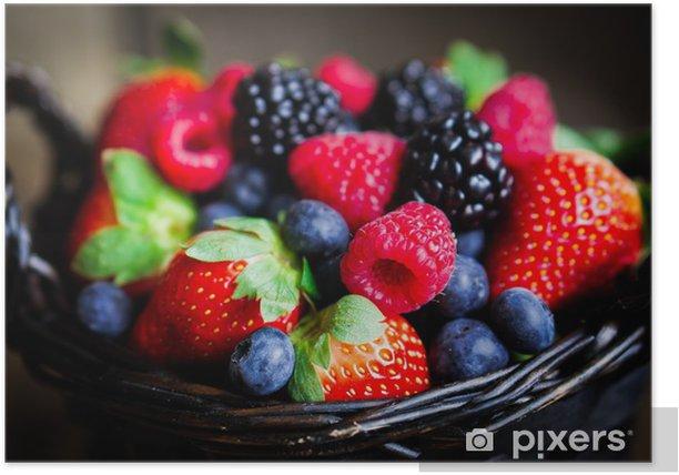 Plakát Mix z čerstvého ovoce v koši na rustikální dřevěný pozadí - Témata