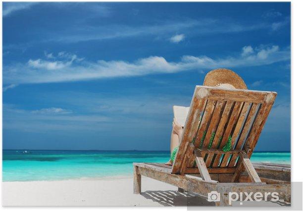Plakát Mladá žena čtení knihy na pláži - Prázdniny
