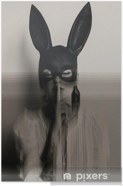 Plakat Młoda atrakcyjna kobieta w masce bunny pokazano znak cicho z zamkniętymi oczami - Ludzie