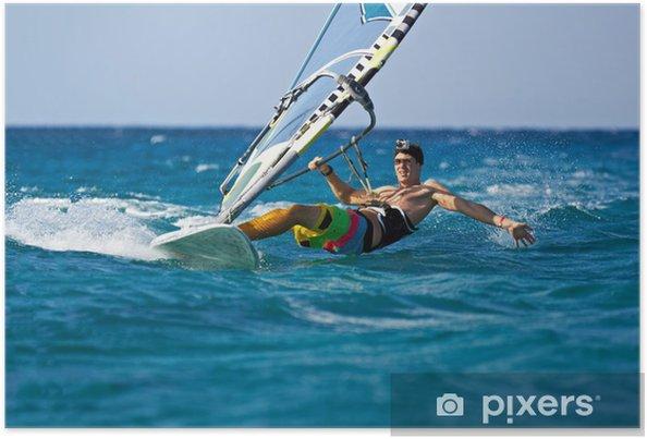 Plakat Młody człowiek surfowanie wiatr w spryskane wodą - Sporty wodne