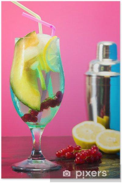 Plakat Mrożony koktajl owocowy z shakera - Alkohol