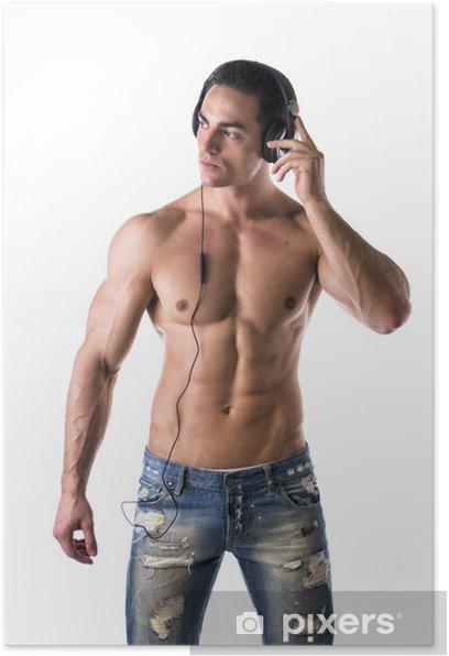 Plakat Muskularny mężczyzna stojąc, słuchania muzyki na słuchawkach - Mężczyźni