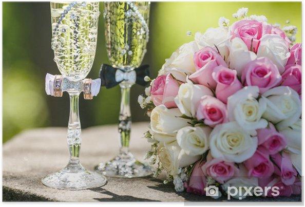 6664e32b05 Plakat Obrączki ślubne z róż i kieliszki szampana • Pixers® - Żyjemy ...