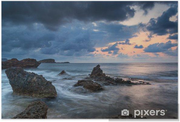 Plakát Ohromující landscapedawn slunce s skalnaté pobřeží a dlouhé exp - Nebe