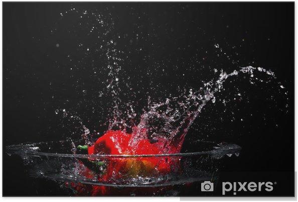 Plakát Padající červenou sladkou papriku do nádrže s vodou - Jídla