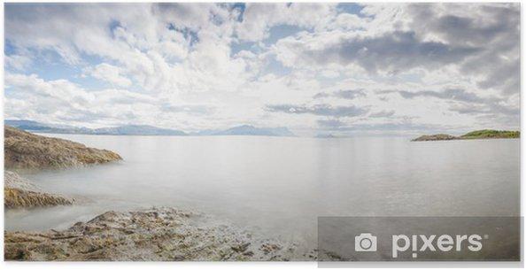 Plakat Panoramiczny długa ekspozycja strzał nad morzem w Norwegii - Woda