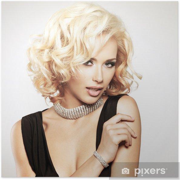 Plakat Piękna biała kobieta z kręcone Fryzura -