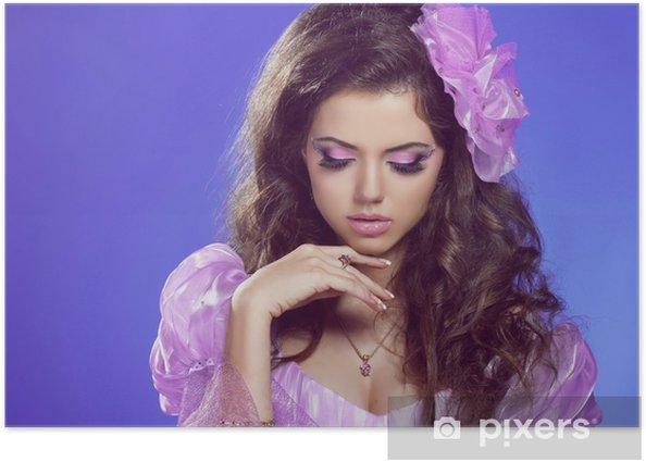 Plakat Piękna kobieta z kręcone włosy i jasny makijaż. Biżuteria i - Uroda i pielęgnacja ciała