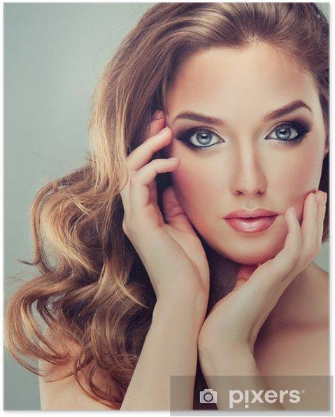 Plakat Piękna modelka z kręconymi włosami - Kobiety