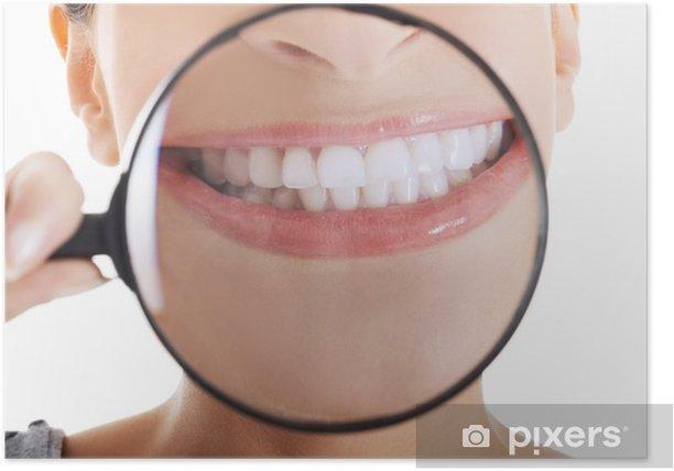 Plakat Piękne kobiety z lupą pokazano jej idealne tło - Zdrowie i medycyna