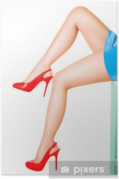 f2cd48a8 Plakat Piękne nogi kobieta ma na sobie czerwony Wysokie obcasy samodzielnie  na białym tle.