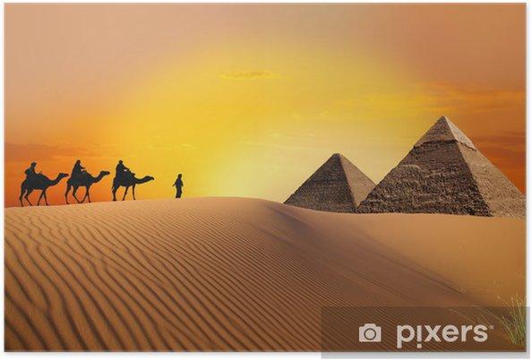 Plakat Piramidy, wielbłąd i zachód słońca - Pustynia
