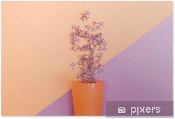 Plakat Płaskie zestaw świec: Kwiaty liliowe wylano z szklanki na pastelowe tło. Widok z góry. - Rośliny i kwiaty