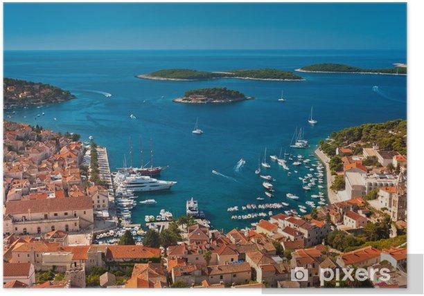 Plakat Port starego Adriatyku wyspie miasta Hvar. Duży kąt widzenia. - Tematy