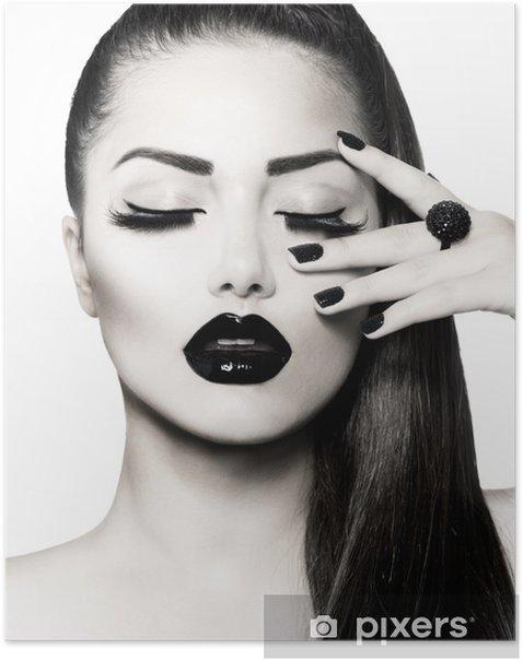 Plakat Portret czarno-biały dziewczyna brunetka. modny manicure kawiorem - Moda
