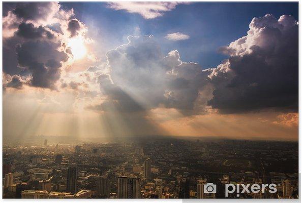 Plakat Promienie światła wpadające ciemne chmury w Bangkok, Tajlandia - Tematy