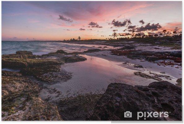 Plakát Purple západ slunce nad tropickou skalnaté pláže, Riviera Maya, Mexiko - Amerika