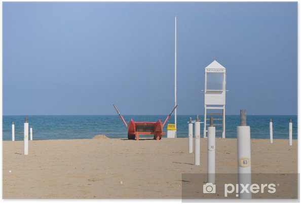 Plakat Pusta plaża z wieży wartowniczej i łodzi ratowniczej w Rimini - Europa