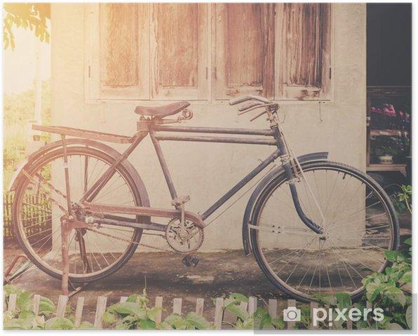 Plakat Rocznika rower lub starych zabytkowych rowerów parku na starym domu na ścianie. - Transport