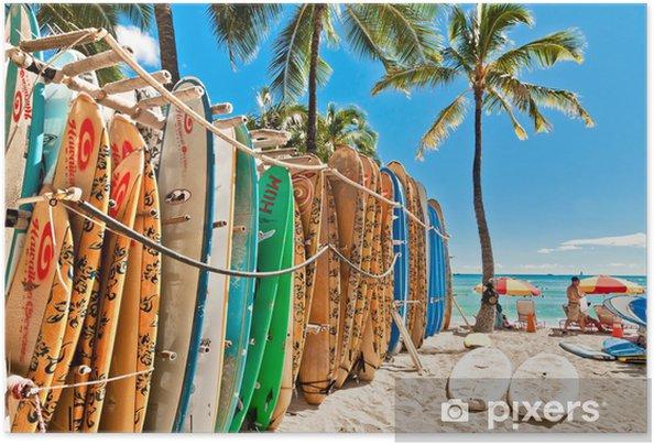 Plakat samoprzylepny Deski surfingowe w stojaku na Waikiki Beach - Honolulu - Hawaje