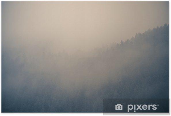Plakat samoprzylepny Mglisty las w tle - Krajobrazy