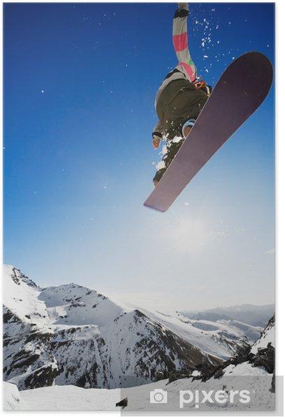 Plakat Snowboarder skoki w powietrzu z błękitne niebo w tle - Oceania