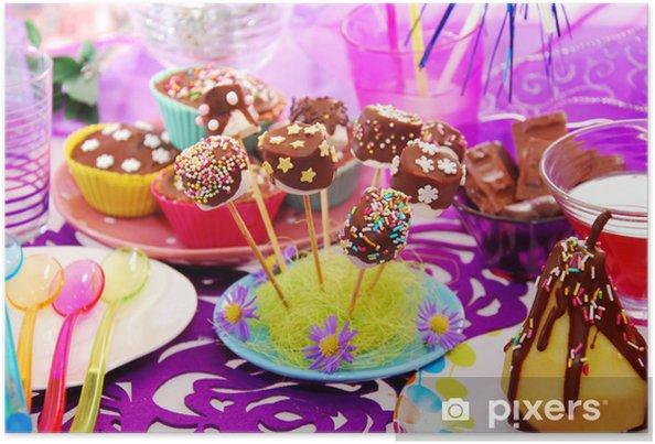 Modne ubrania Plakat Stół urodziny z domowych słodyczy dla dziecka • Pixers VP86