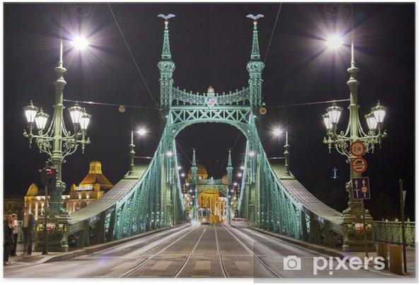 Plakát Svoboda most v Budapešti v noci osvětlený - Infrastruktura