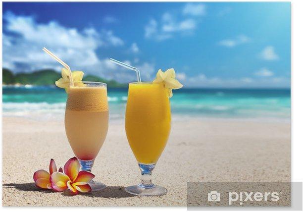 Plakat Świeże soki owocowe na tropikalnej plaży - Soki