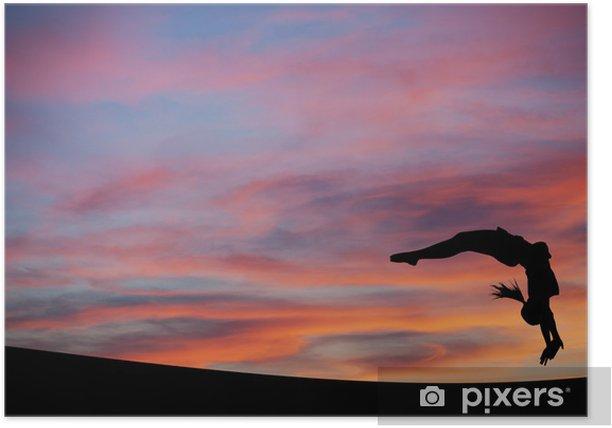 Plakat Sylwetka gimnastyczka robi z powrotem w niebo słońca HANDSPRING - Sporty indywidualne
