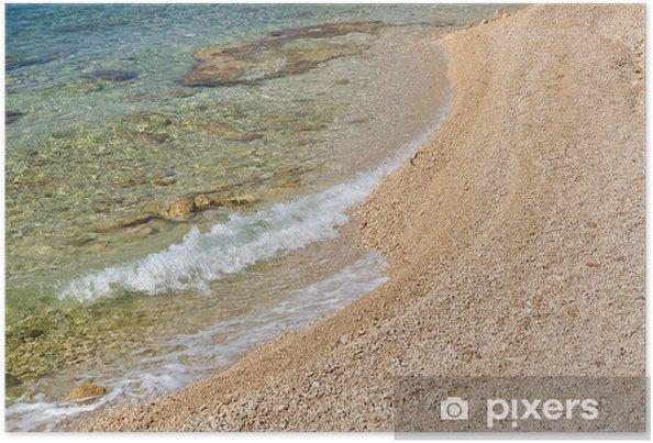 Plakát Vlny na klidné pláže s malými oblázky. Prostor na pravé straně - Prázdniny