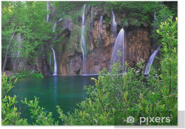 Plakát Vodopády na zeleném jezeře - Voda