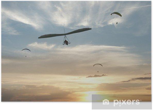 Plakát Vuelo en parapente y ala delta al atardecer - Extrémní sporty