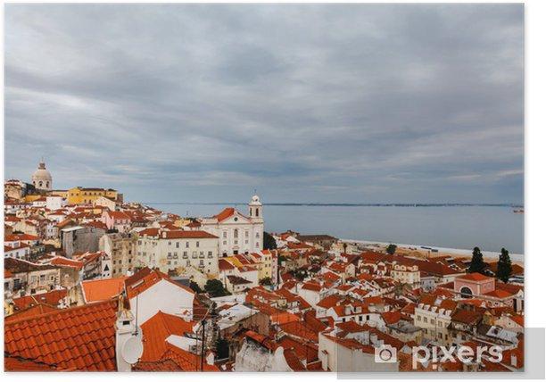 Plakat Widok z lotu ptaka na dzielnicy Alfama w Lizbonie, Portugalia - Miasta europejskie