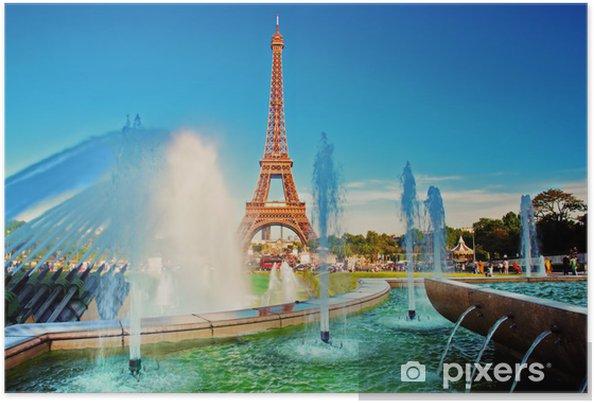 Plakat Wieża Eiffla widać z fontanną w Jardins du Trocadero. Paryż - Miasta europejskie