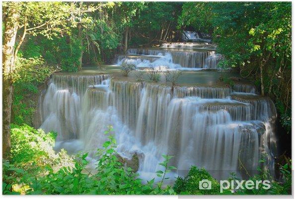 Plakat Wodospad w głębokim lesie tropikalnym w HUAY maekhamin - Tematy