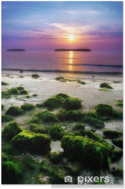 Plakat Wschód słońca nad morzem we włoskiej plaży - Europa