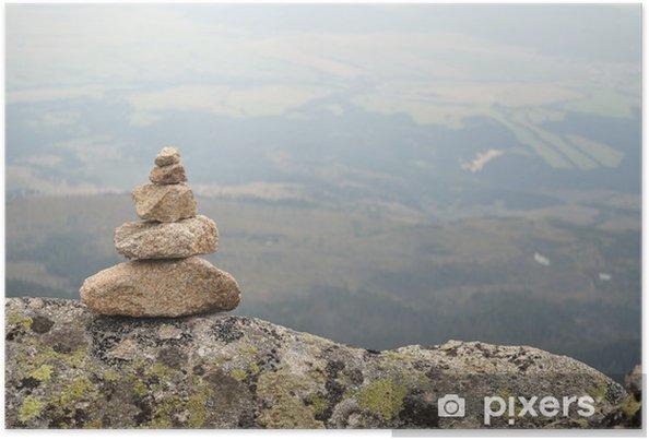 Plakát Zen vyvážený kameny stack ve vysokých horách - Outdoorové sporty