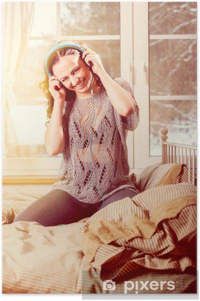 Plakát Žena se sluchátky na uších poslech hudby - vintage styl - Domov a zahrada