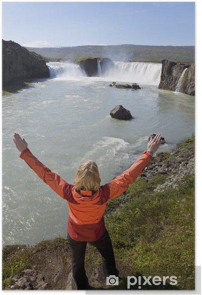Plakát Žena slaví Na Godafoss Vodopád, Island - Evropa