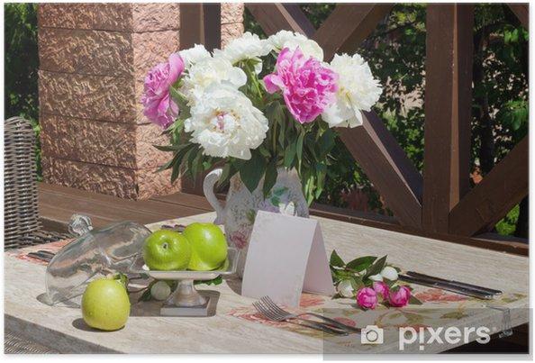 Plakat Zielone jabłka i kwiaty na stole. Sunny Day - Uroda i pielęgnacja ciała