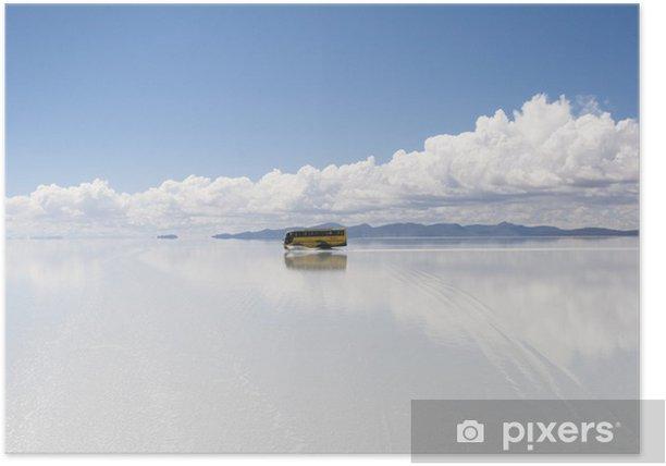 Plakat Żółty autobus Uyuni słone jezioro, odbicie na powierzchni wody - Ameryka