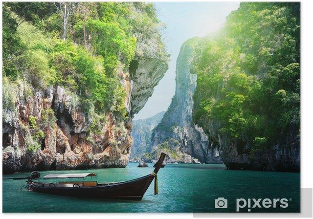 Poster Barca lunga e rocce sulla spiaggia di Railay a Krabi, Thailandia - Acqua